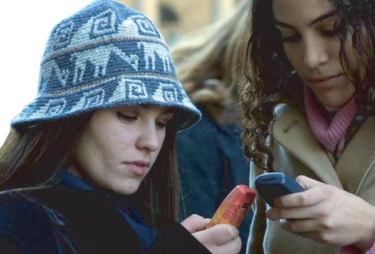 L'ultima moda: auguri (via sms) con turpiloquio