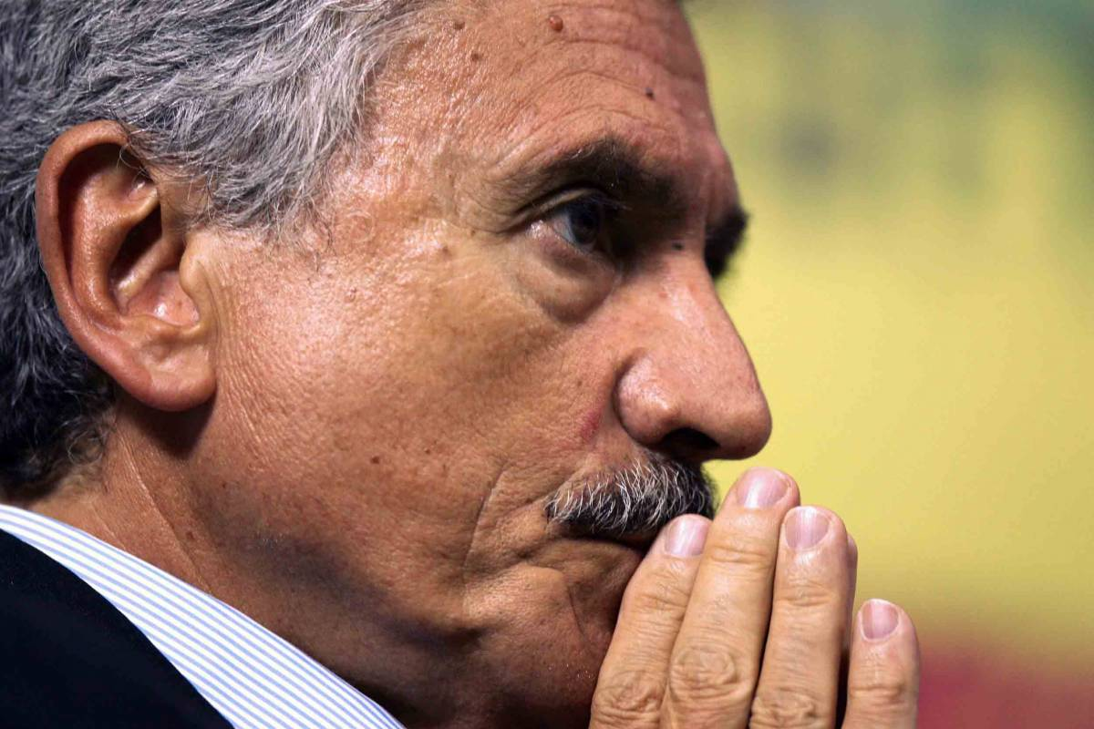 "D'Alema gela Bassolino:   ""Ora deve andarsene""  E Nicolais si è dimesso"