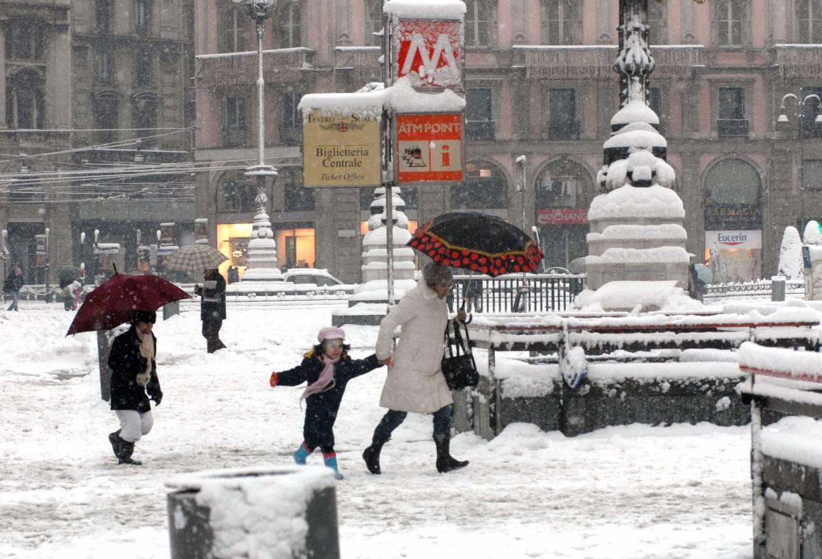 Epifania sotto la neve,  allerta sulle autostrade  Voli cancellati a Milano