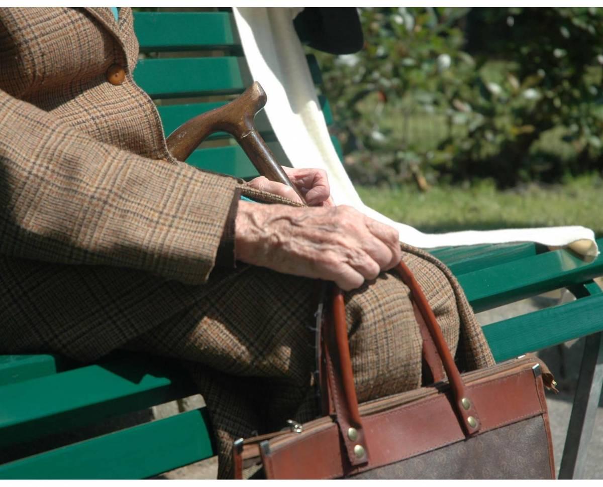 Sola, anziana, morta di freddo: la solita tragedia annunciata