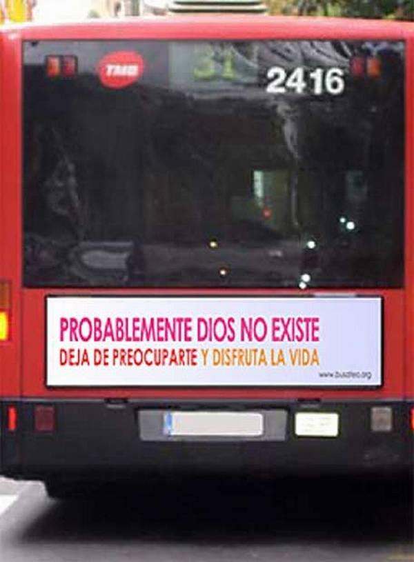 Atei e cattolici, scontro a colpi di bus