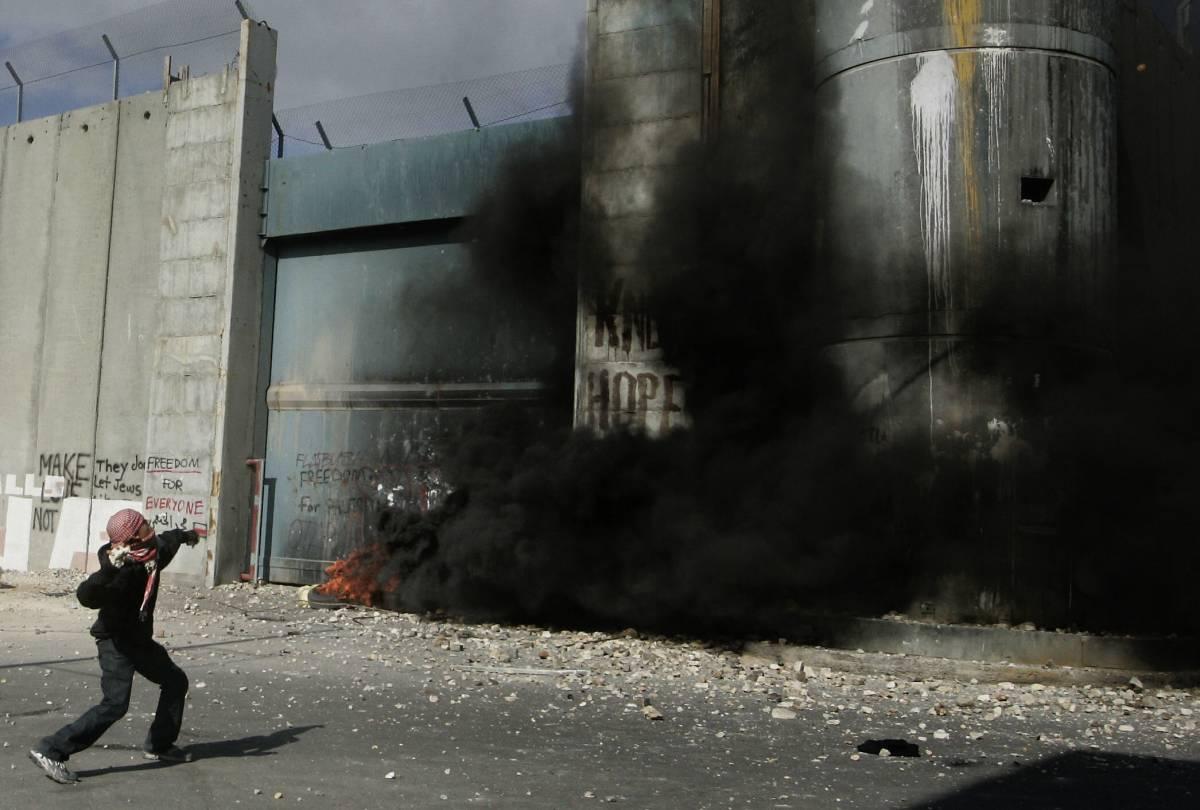 """Gaza, Usa: """"Allungare l'orario della tregua""""  Lanci di razzi dal Libano colpiscono Israele"""
