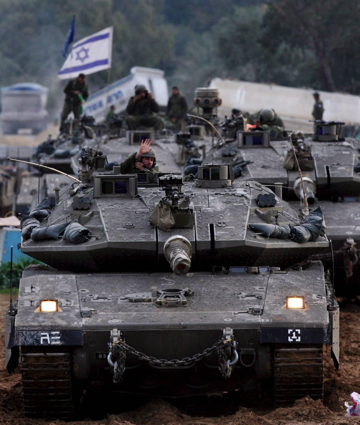 Tank di Israele alla periferia di Gaza. Obama: mi impegnerò per la pace