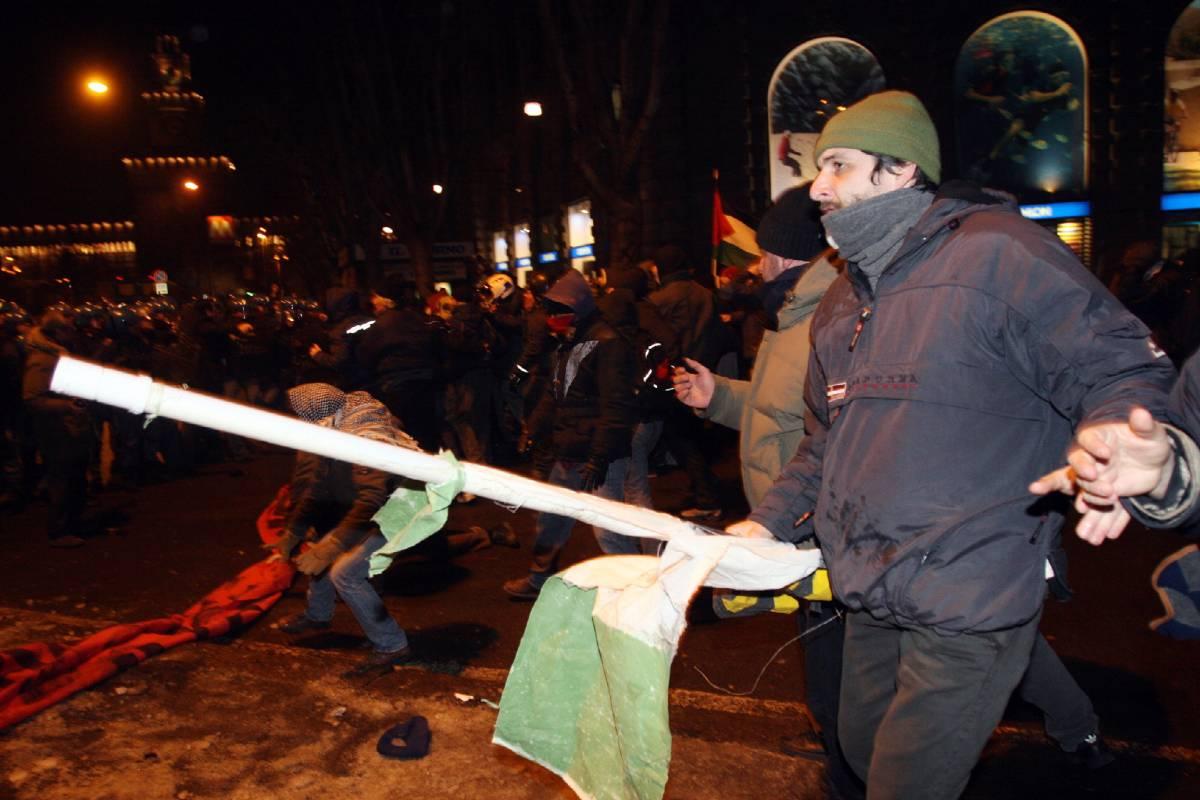 Corteo pro Palestina,  scontri a Milano: 5 feriti