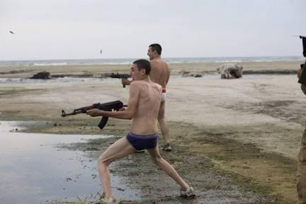 Sì a pacifisti e terroristi: disco rosso a Gomorra