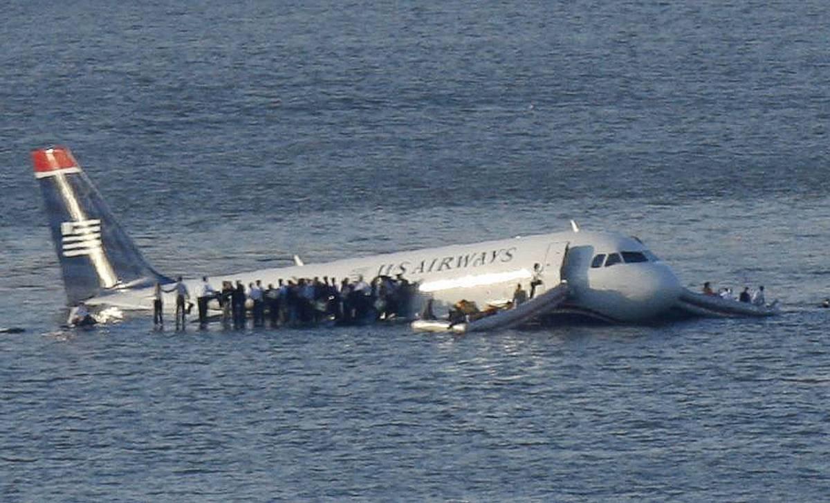 New York, airbus precipita  nell'Hudson: tutti salvi