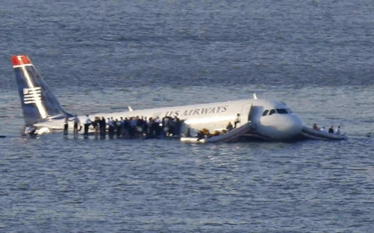 "New York, airbus precipitato:   ""Noi salvi grazie al pilota-eroe"""