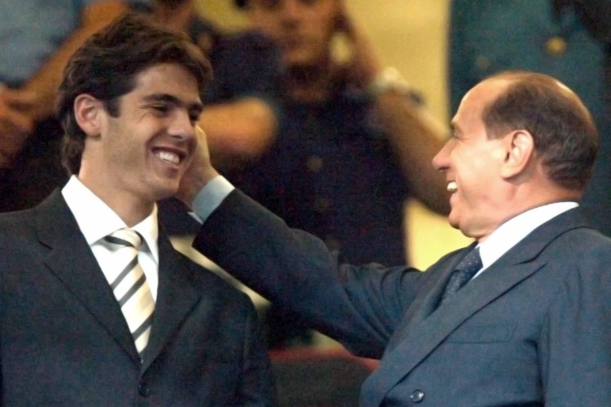 """Berlusconi: """"Non si può rinunciare a un'offerta così"""""""