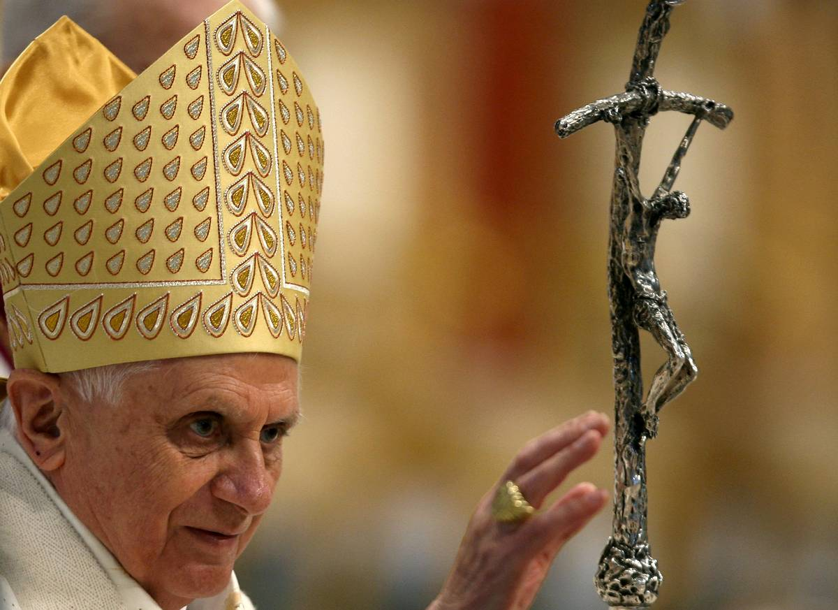 Il Papa: morti innocenti per un'inaudita violenza