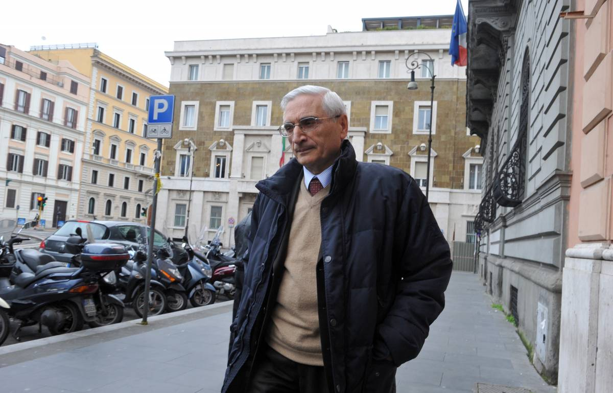Il Csm sospende Apicella  e trasferisce 4 magistrati