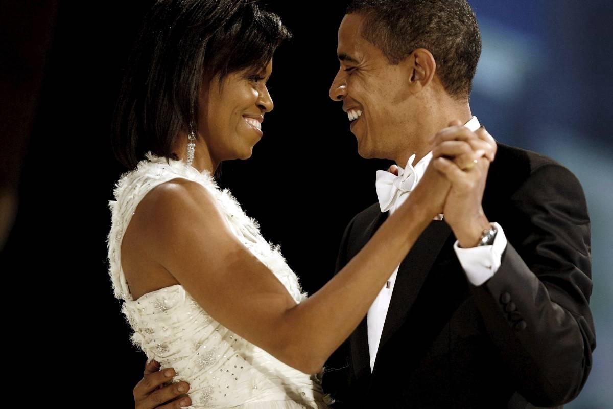 Obama pensa a Hillary e inciampa su Michelle