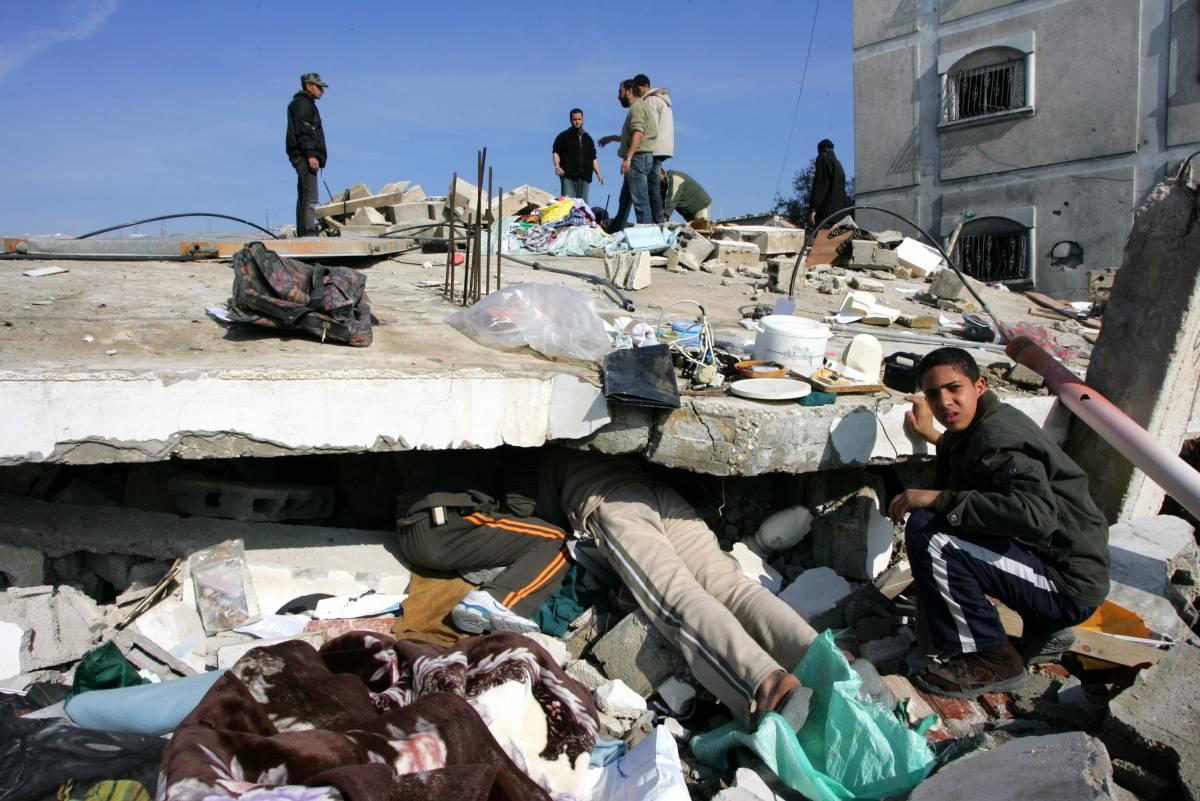 Striscia Gaza, la Croce rossa: 100mila profughi  Frattini: carabinieri solo con l'Anp al potere