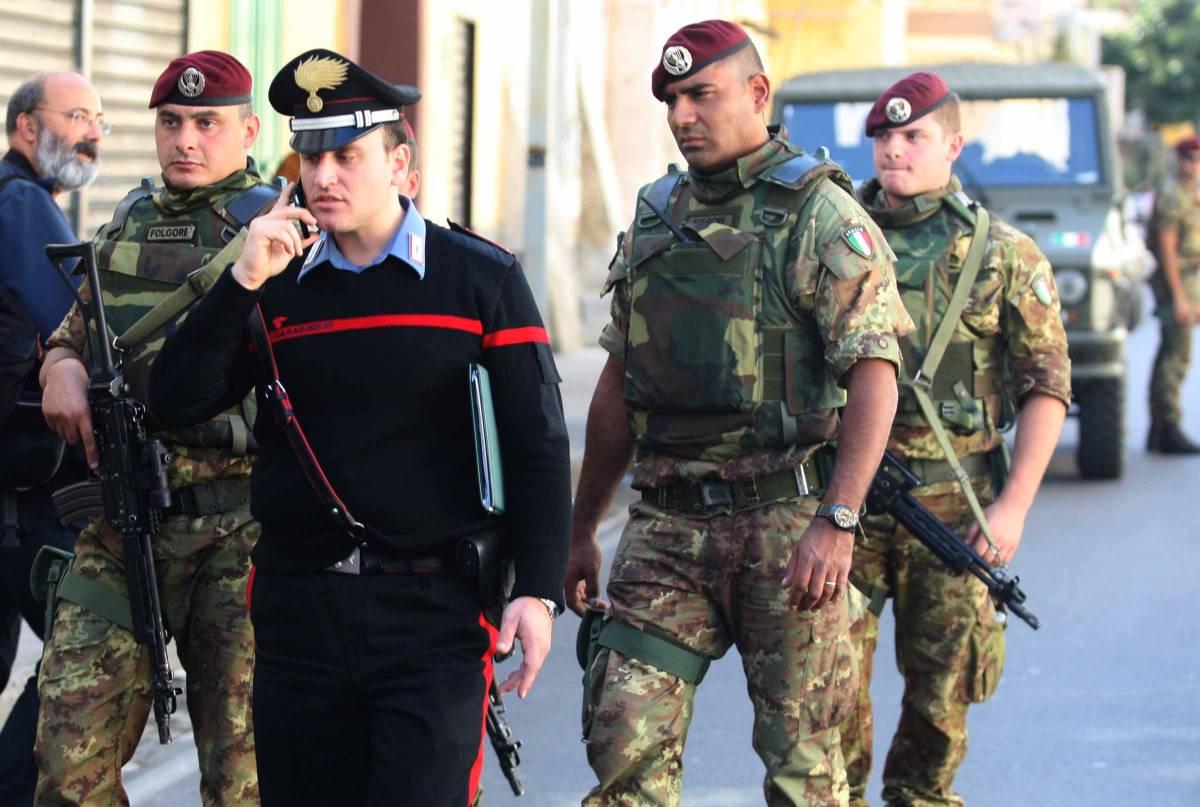 """Berlusconi: """"Sicurezza, porteremo  a trentamila i soldati nelle strade"""""""