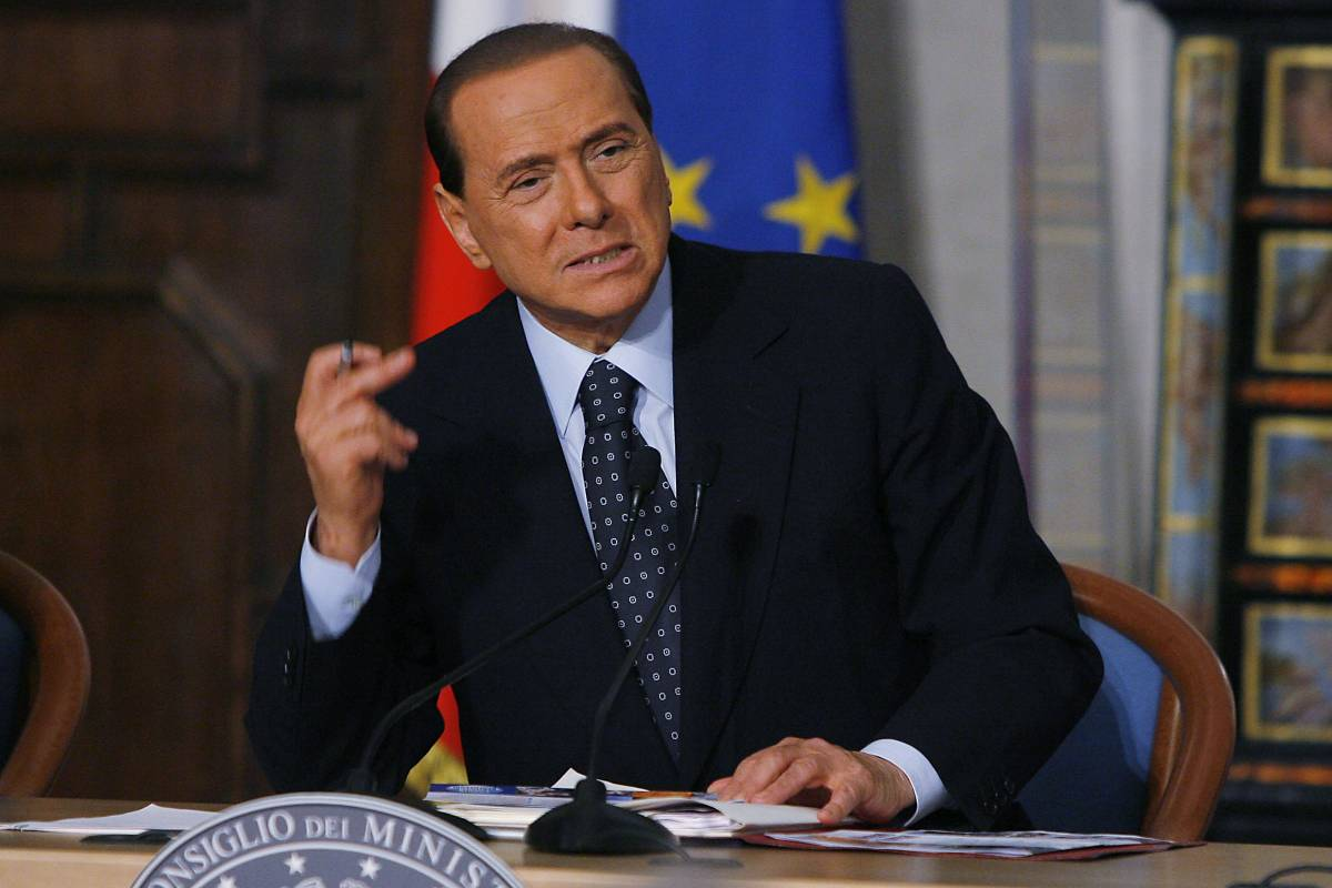 Berlusconi: sull'aumento dei soldati  decideremo assieme a Napolitano