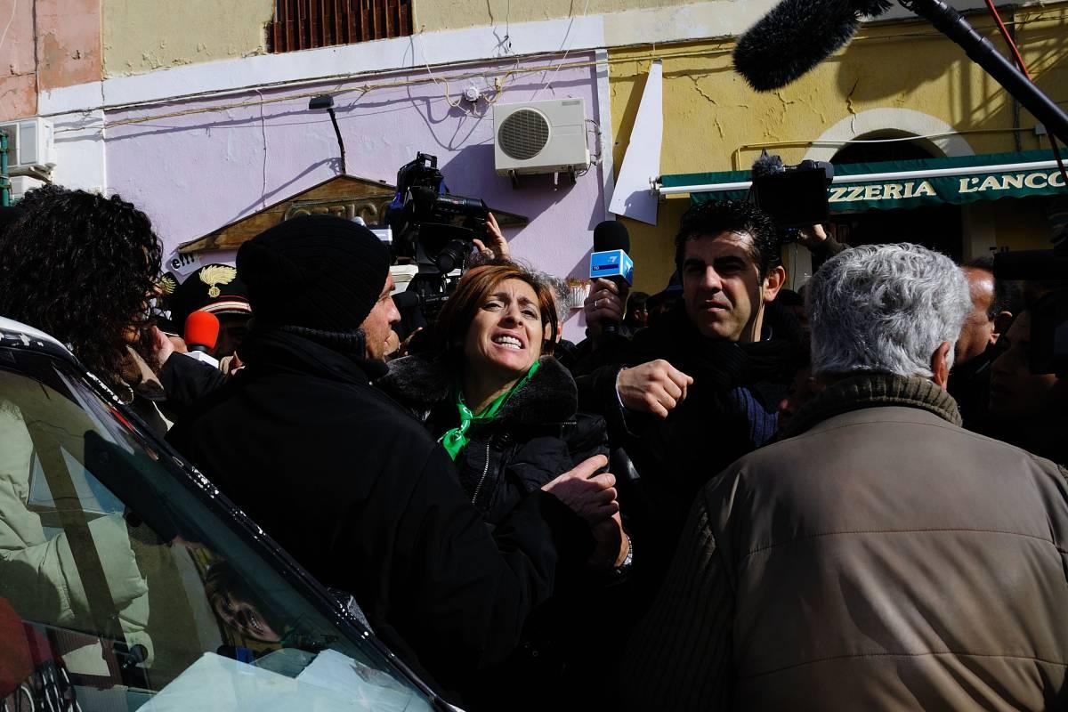 Clandestini, ancora tensione a Lampedusa  Fischiata la Maraventano, polemica col sindaco