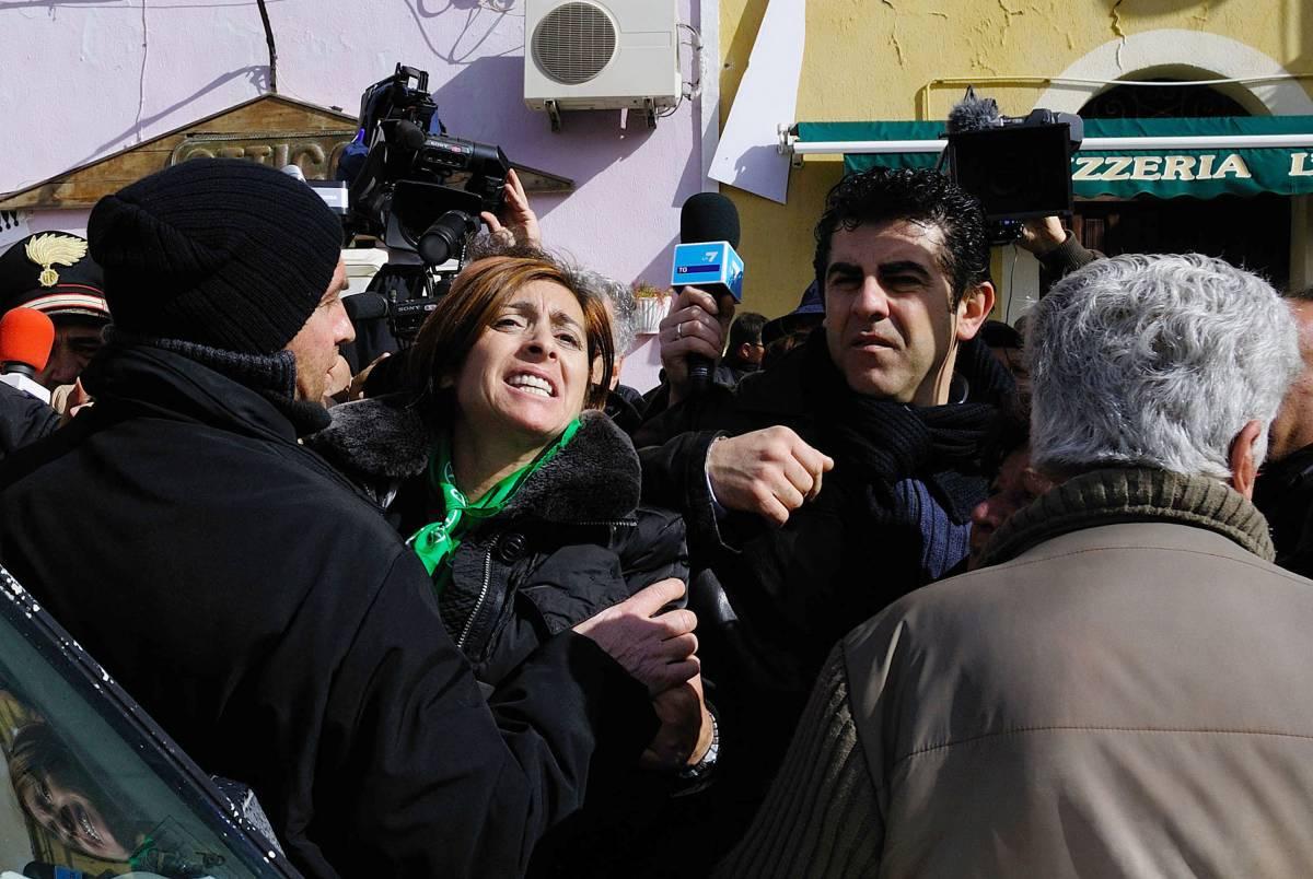 Lampedusa fischia la senatrice leghista