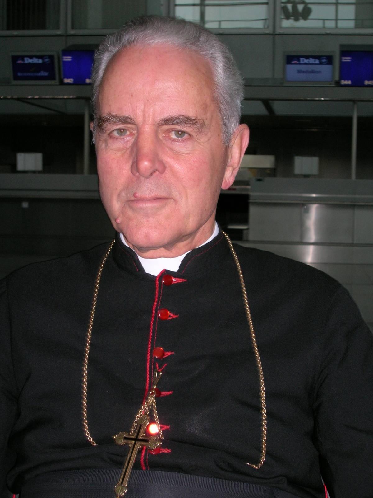 Gli ebrei all'attacco. E il Vaticano condanna il vescovo negazionista