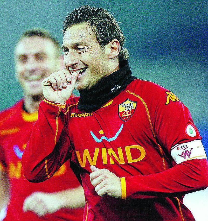 Una brutta Roma vince ancora, Lazio travolta anche dalla Samp