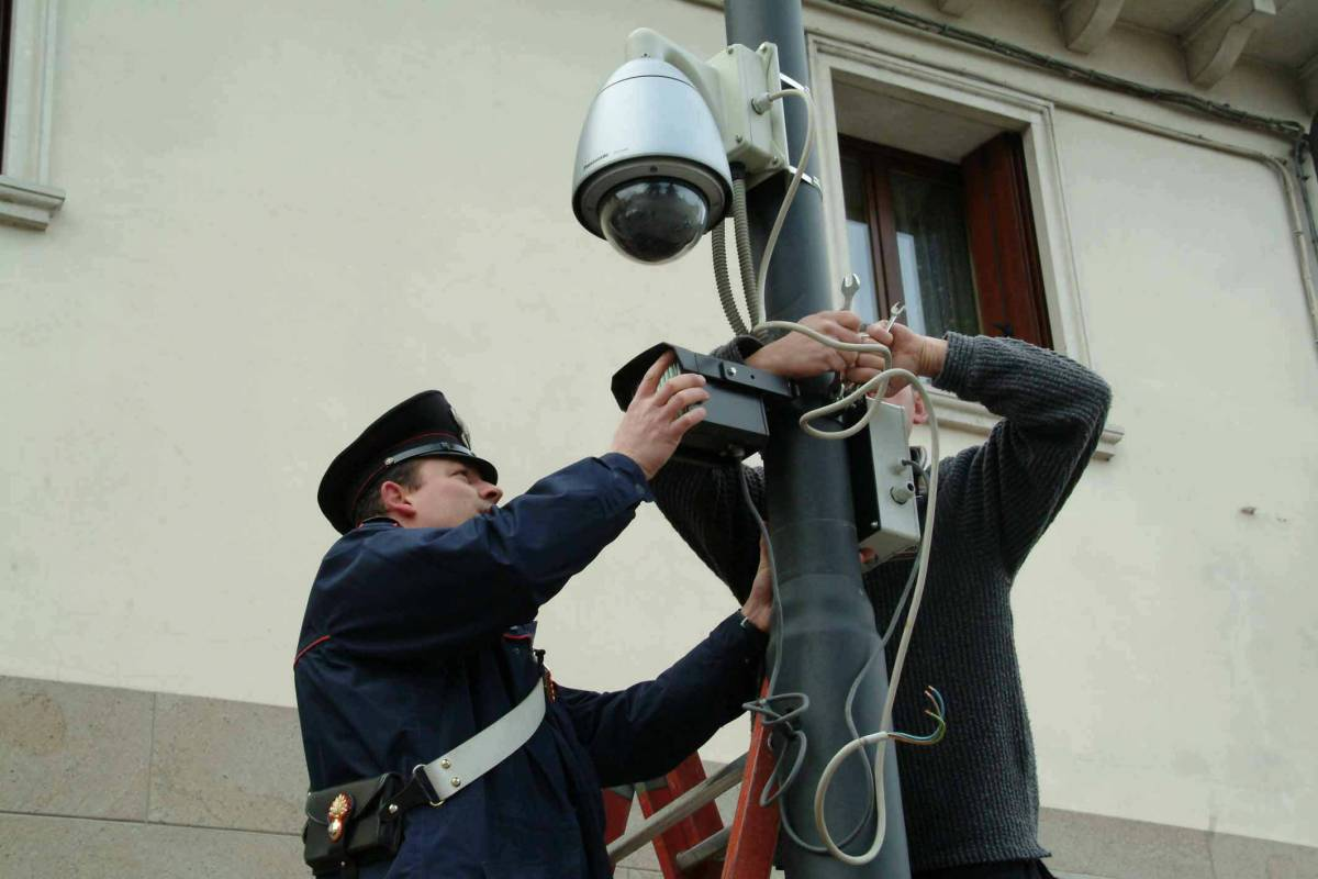 Telefono blu guida la rivolta contro  le multe dei semafori intelligenti