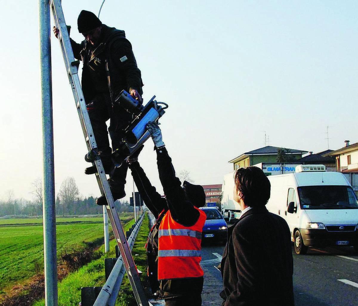 Semafori col trucco sequestrati in dieci Comuni dell'hinterland