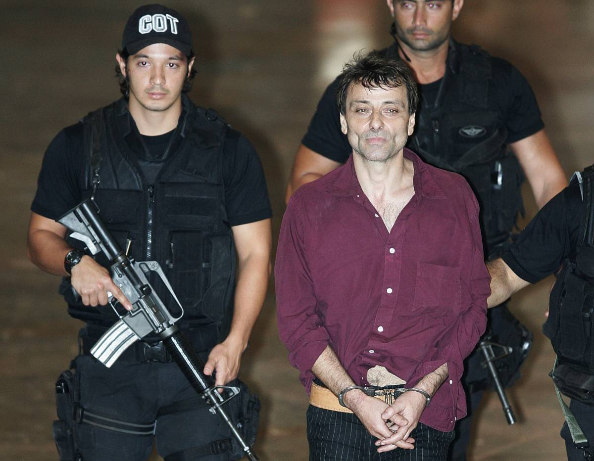 """Battisti: """"Sono innocente. Ecco i nomi""""  Lula rilancia: l'Italia faccia pure ricorso"""