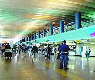 Fiumicino Alleggerivano i bagagli prima di imbarcarli: arrestati in due