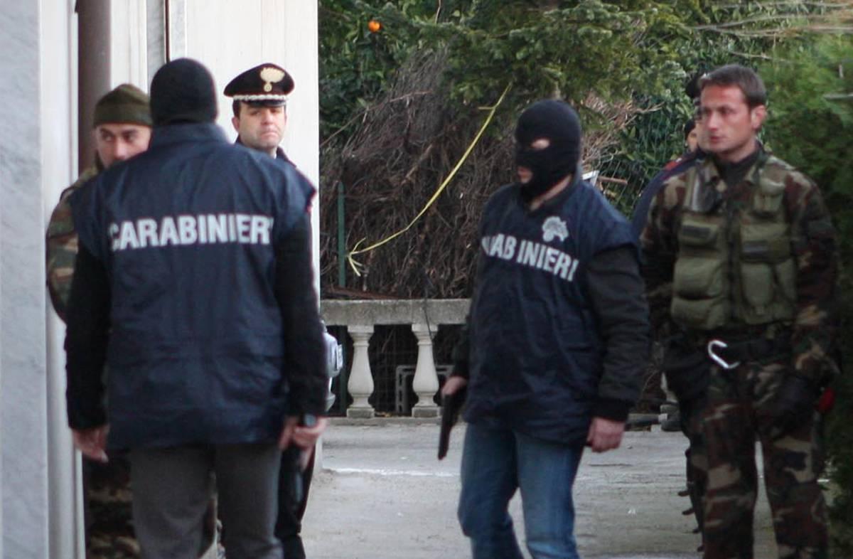 Droga e mitra: 40 arresti  Ci sono anche 10 Casalesi