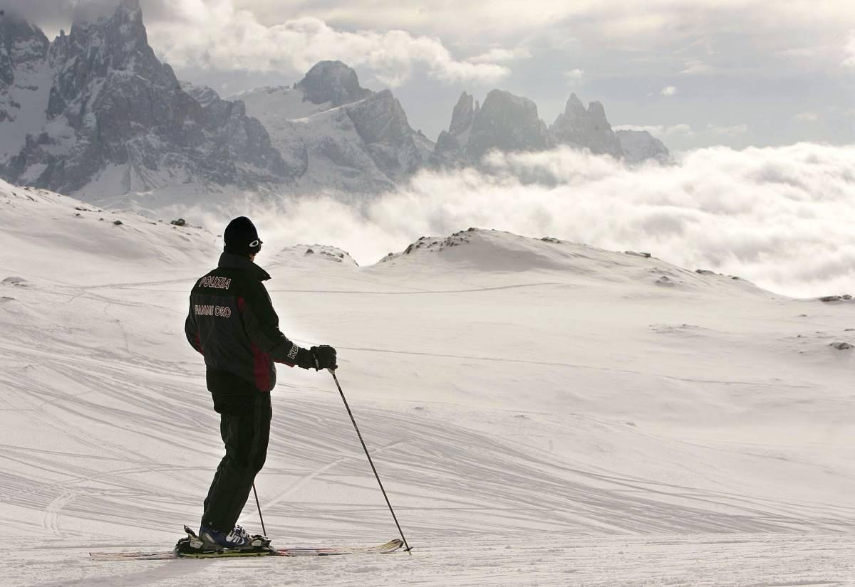 Alpinista in motoslitta muore nel lago ghiacciato