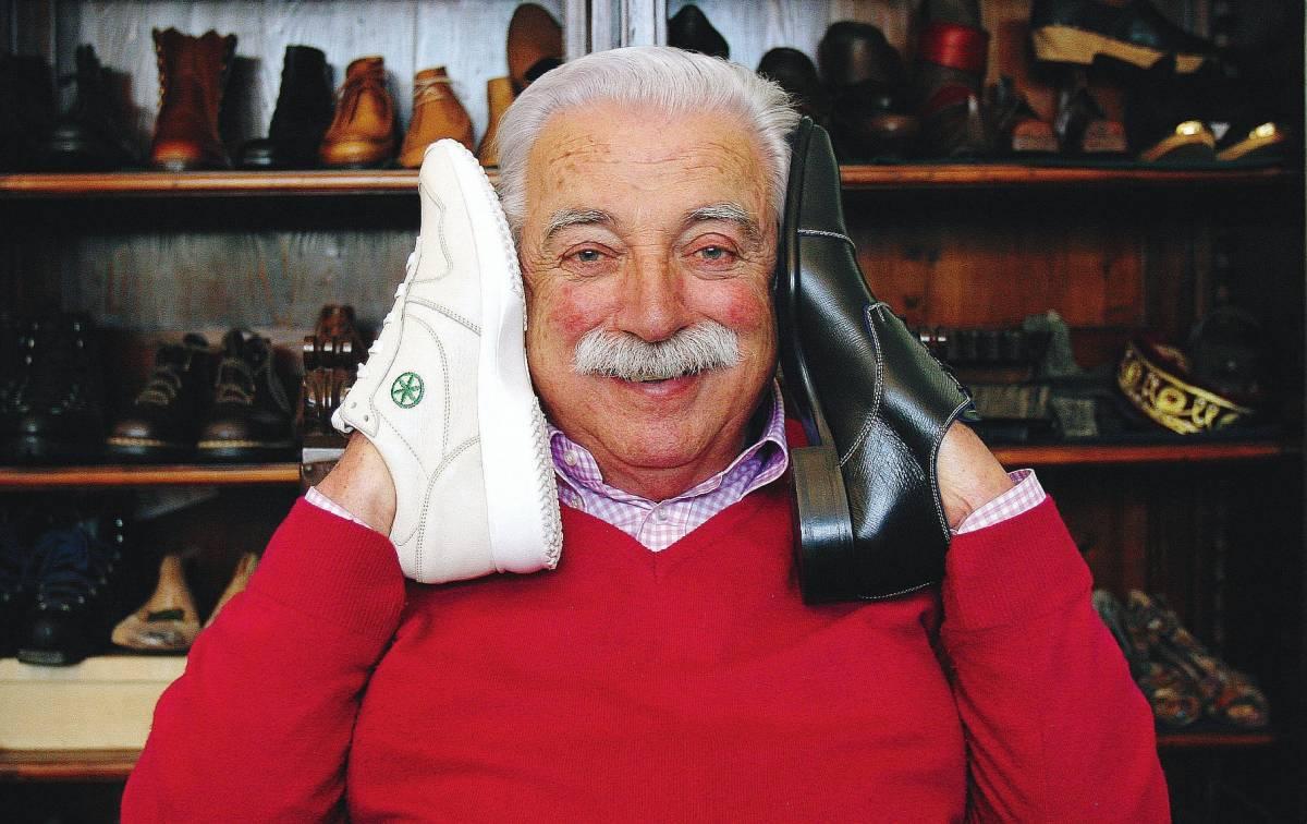 """""""Mio padre fece le scarpe al Duce  Io le faccio a Sarkozy e pure a Bossi"""""""