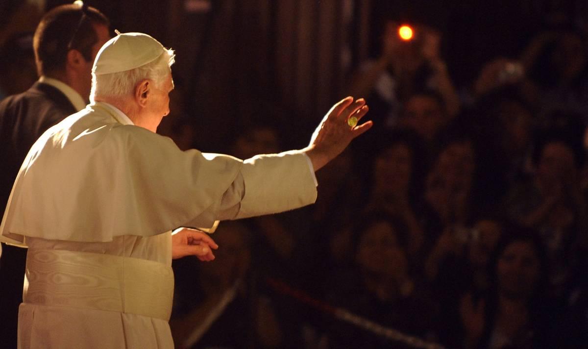 """Benedetto XVI saluta  Gerusalemme e Israele  """"La pace è possibile"""""""