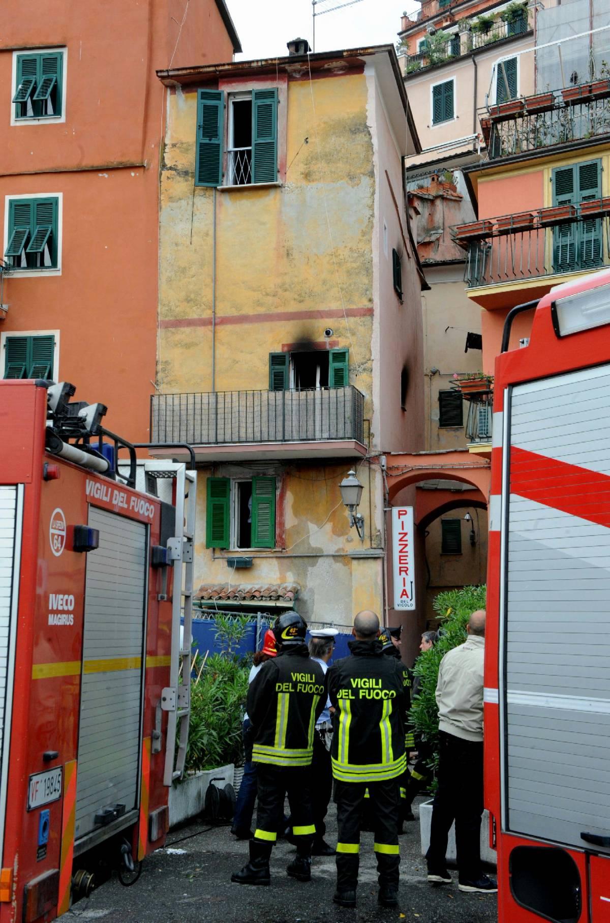 La Spezia, dà alle fiamme materasso   e uccide nonna e nipotina di 7 anni