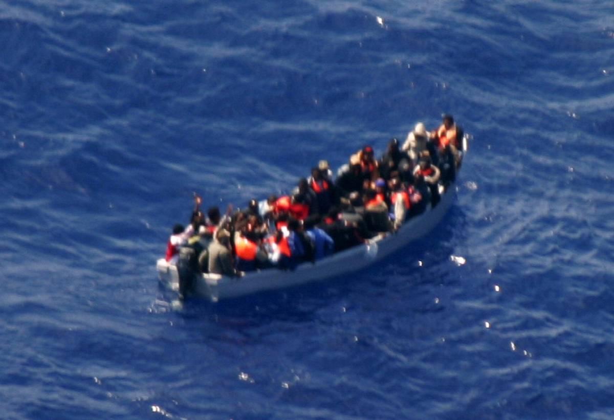 """Il Vaticano: """"Immigrazione, l'Italia cambi""""  Unhcr, Frattini: """"Rispetto anche se sbaglia"""""""