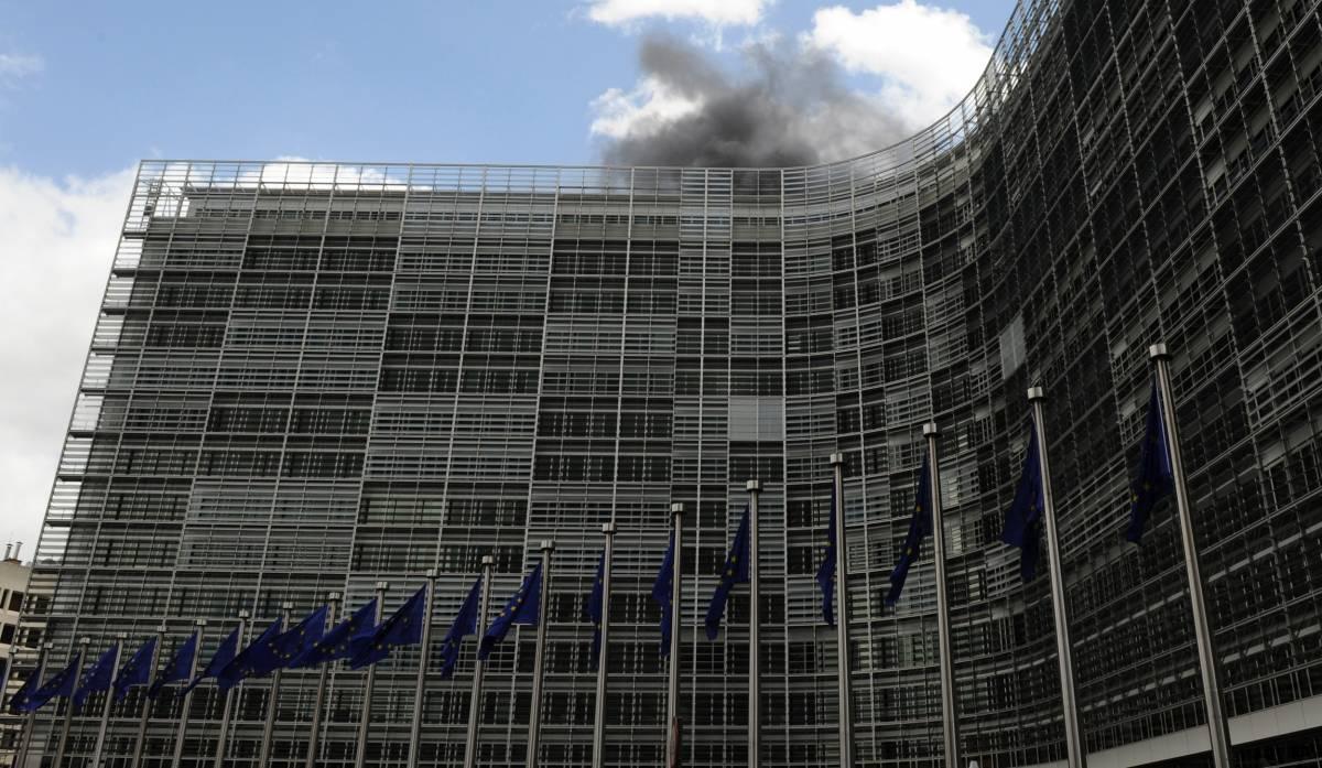 Bruxelles, incendio  alla Commissione Ue:  evacuato il palazzo