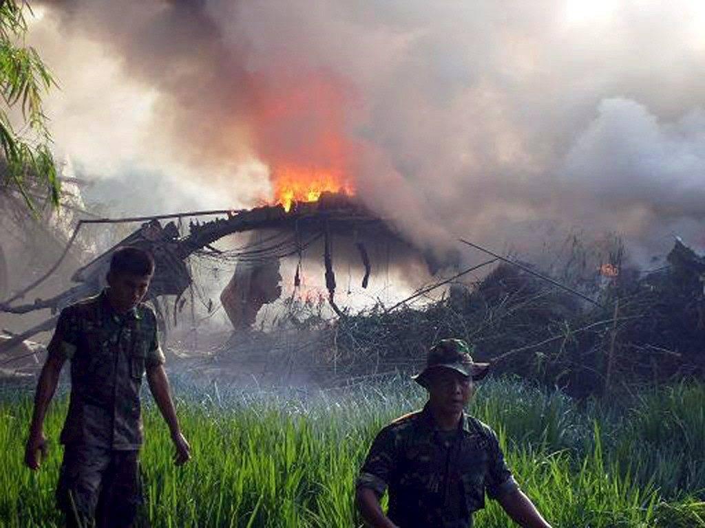 Indonesia, cade aereo: 97 morti