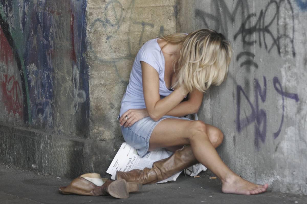Fidanzati aggrediti:  stuprata una 16enne