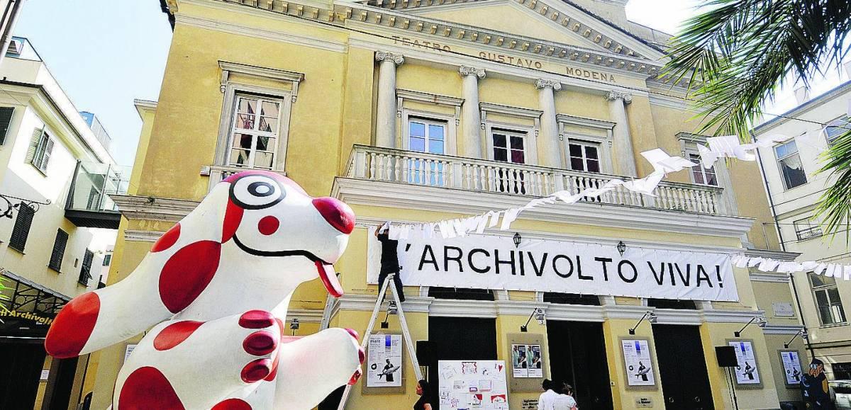 Messaggi d'amore e magliette per salvare il teatro Modena