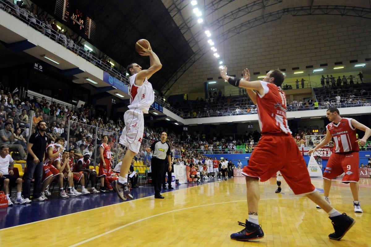 Basket Milano centra la semifinale a 4 secondi dalla fine