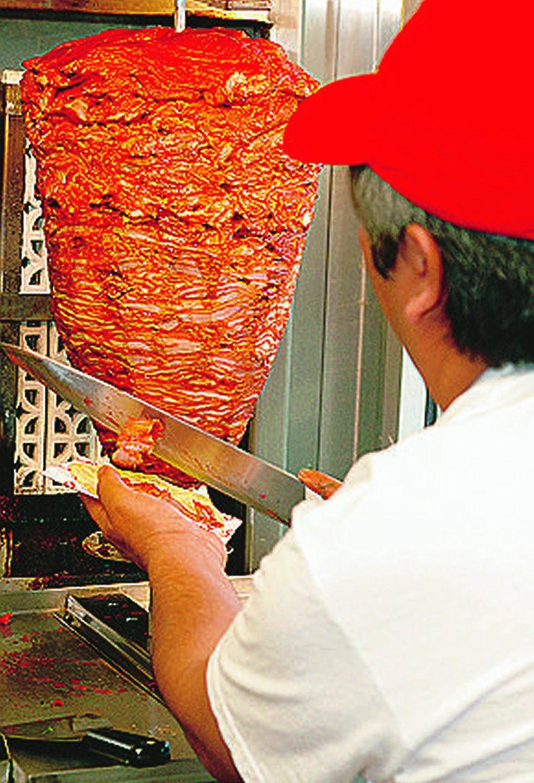 Scongelata e senza documenti così viaggia la carne da kebab