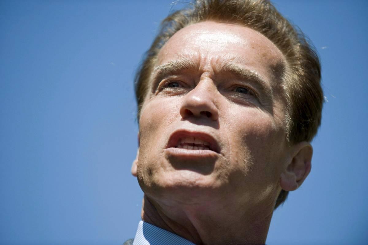 """Schwarzy a Obama: """"Dopo le banche  ora devi salvare anche la California"""""""