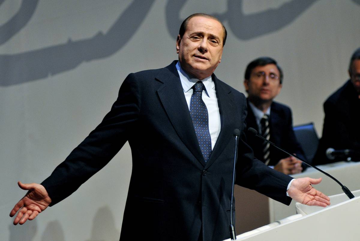 """Europee, Berlusconi:  """"I giornali di sinistra?  Scendiletto del Pd"""""""
