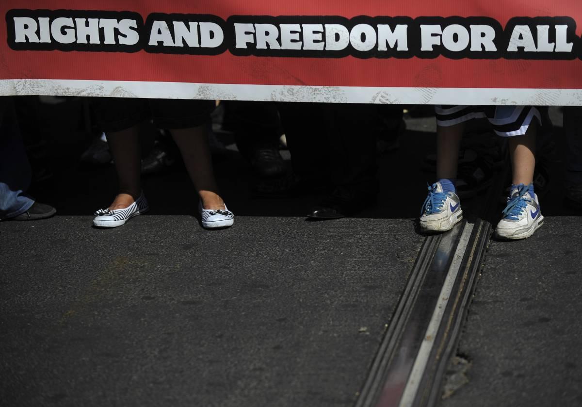 G8 sicurezza, Roma blindata per corteo  Scontri in piazza Vittorio: 5 identificati