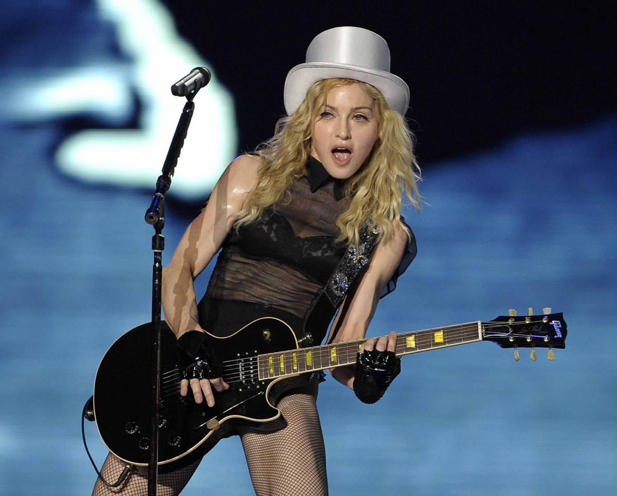 """Milano in delirio per Madonna:  """"Grazie a Dio ho padre italiano"""""""