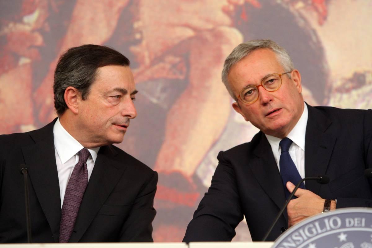 """Crisi, Draghi: """"In eredità forte debito""""  Ma Tremonti: """"Le entrate tengono"""""""