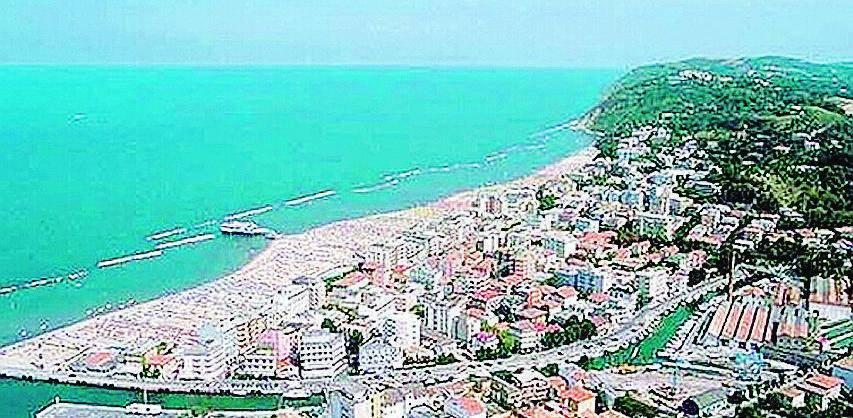 Due turisti ciechi cadono in mare a Gabicce: uno annega, grave l'altro