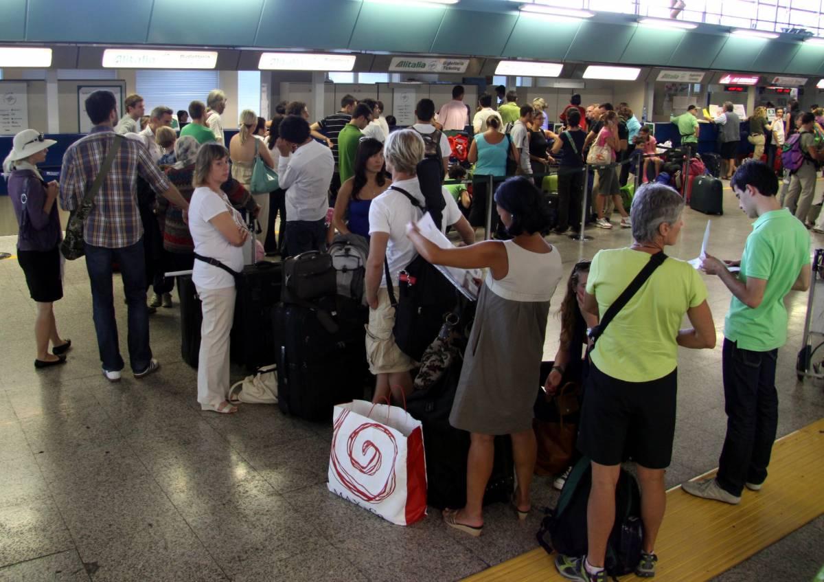 Alitalia, overbooking  sui voli: a terra  decine di passeggeri
