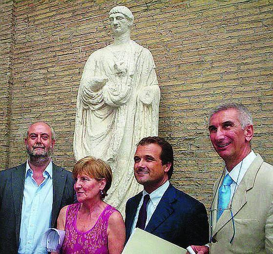 Il restyling La statua dell'Abate Luigi torna a... parlare