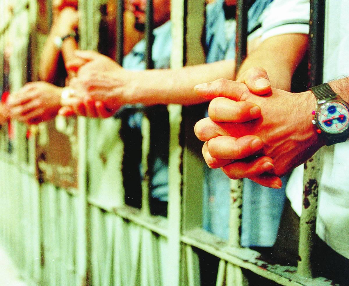 Troppi in cella: l'Italia risarcisce il detenuto
