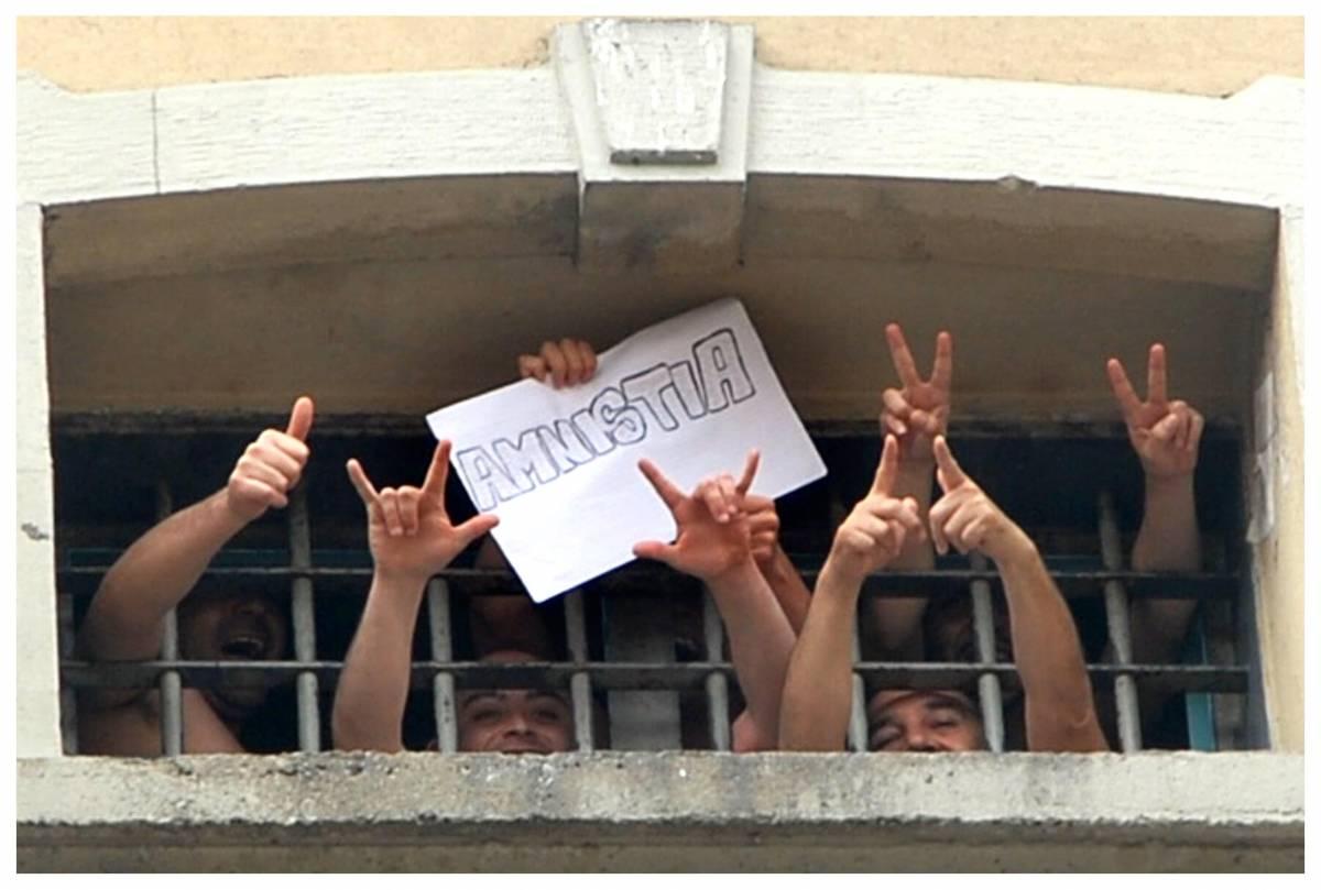 Carceri troppo affollate,   l'Europa condanna l'Italia  Governo: altri 5mila posti