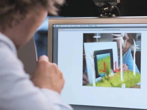Un foglio e una web cam:  ecco il gioco dell'estate