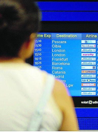 Più biglietti che posti sull'aereo E i passeggeri rimangono a terra
